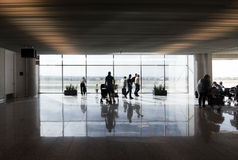 Fenêtre de porte de départ d'aéroport Photos stock