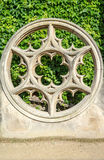 Fenêtre de Rose faite en pierre chez Place de Vosge Images libres de droits