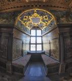 Fenêtre de vintage dans le château Photographie stock libre de droits