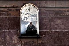 Fenêtre du bâtiment abandonné Photographie stock libre de droits