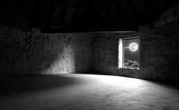 Fenêtre du vieux château Images libres de droits