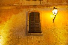 Fenêtre en bois de volet de Ciutadella Menorca Images stock