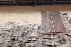 Fenêtre en bois et clôture de vintage Images libres de droits