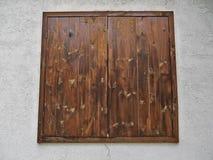 Fenêtre en bois faite de planches en bois Photo libre de droits
