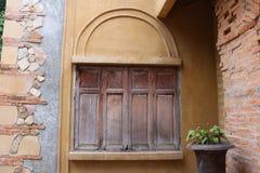 Fenêtre en bois fermée de vintage Photo stock