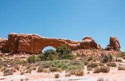 Fenêtre en pierre de nord de voûte Voûtes parc national, Utah, Etats-Unis Images libres de droits