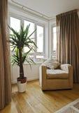 Fenêtre en saillie avec le fauteuil Image libre de droits