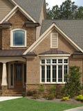 Fenêtre en saillie extérieure de luxe d'entrée principale de maison modèle Photographie stock libre de droits