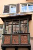Fenêtre en saillie rouge photos libres de droits