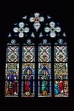 Fenêtre en verre teinté dans l'église de Hermes de saint avec des images des saints Photographie stock libre de droits
