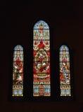 Fenêtre en verre teinté dans l'église de saint-Gery Image libre de droits