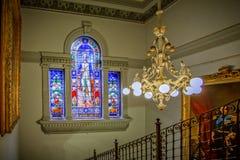 Fenêtre en verre teinté de capitaine Cook en Sydney Town Hall images stock