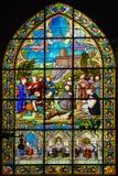 Fenêtre en verre teinté du saint-Sulpice d'église de Fougeres image libre de droits