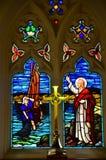 Fenêtre en verre teinté historique d'église images libres de droits