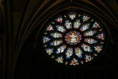 Fenêtre en verre teinté ronde dans la cathédrale dans Bristol le 14 mai 2019 photo stock