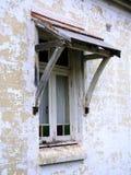 Fenêtre encadrée vieux par bois Image libre de droits