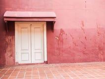 Fenêtre et mur, brique extérieure de conception de maison photos stock