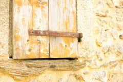 Fenêtre et pierres d'un vieux mur image stock