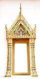Fenêtre et porte traditionnelles dans le style thaïlandais au temple de la Thaïlande Images libres de droits