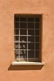 Fenêtre faite en barre de fer Photographie stock libre de droits
