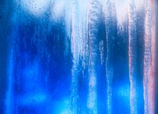 Fenêtre givrée par bleu Image libre de droits
