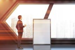 Fenêtre hexagonale de lobby futuriste, affiche, homme photos stock