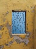 Fenêtre jaune - vues du Curaçao de secteur de Petermaai images libres de droits
