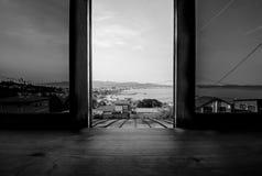 Fenêtre ouverte - placez attend photographie stock