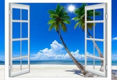 Fenêtre ouverte vers la mer Photographie stock libre de droits