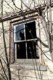 Fenêtre résidentielle cassée Image stock