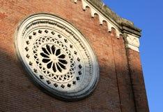 Fenêtre ronde à l'église photographie stock