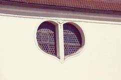 Fenêtre sous la forme un coeur Photographie stock