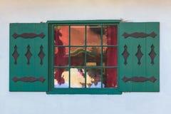 Fenêtre sur la façade de la maison Image libre de droits