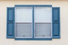 Fenêtre sur le fond de mur Images stock