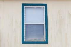 Fenêtre sur le fond de mur Photo libre de droits