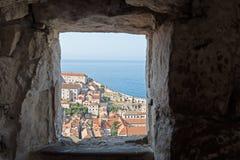 Fenêtre sur le monde miniature de la vieille ville de Dubrovnik image stock