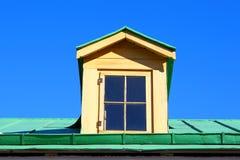 Fenêtre sur un toit Photo libre de droits