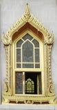 Fenêtre thaïlandaise traditionnelle de temple de style Photographie stock libre de droits