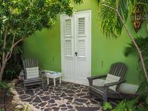 Fenêtre verte de bâtiment - vues du Curaçao de secteur de Petermaai images stock