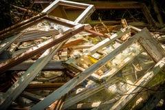 Fenêtres cassées abandonnées Image stock