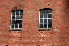 Fenêtres cassées d'une ruine Photographie stock libre de droits