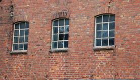 Fenêtres cassées d'une ruine Photo stock