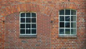 Fenêtres cassées d'une ruine Image libre de droits