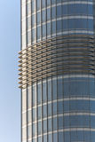 Fenêtres de bâtiment reflétant le ciel Image libre de droits