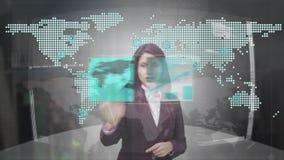 Fenêtres de changement de femme d'affaires sur l'écran futuriste illustration libre de droits
