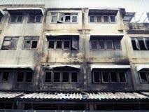 Fenêtres de fer travaillé après le feu photographie stock libre de droits
