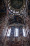 Fenêtres de monastère de Gelati et peintures de mur images stock