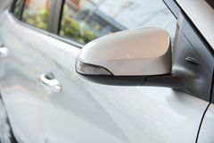 Fenêtres de voiture et miroir latéral Photos libres de droits