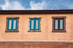 Fenêtres en bois classiques photographie stock
