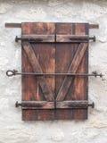 Fenêtres en bois de bâtiment élégant Images libres de droits